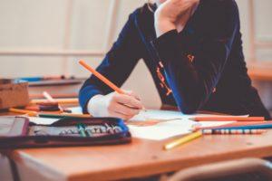 学生の金欠の原因と対策
